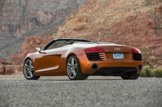 2014-audi-r8-spyder-rear-three-quarters